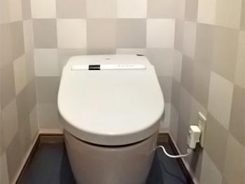 トイレが見違えるほど綺麗で広々とした空間になりました。