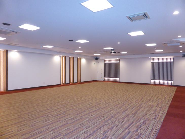 LEDで光の演出、モザイクタイル、オシャレな貸会議室の完成です!