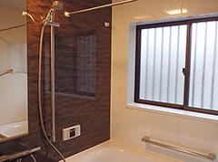 手すり、浴室乾燥機付きの素敵な浴室に!色味と合わせて洗面まわりもスタイリッシュ且つ抜群の収納!