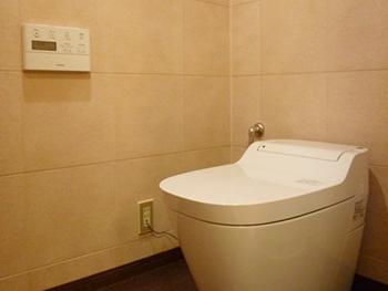 湿気を吸収する調湿壁で、ジメジメトイレをすっきりリフォーム!
